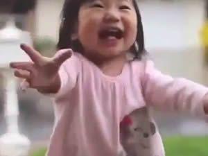 İlk Kez Yağmur Gören Bebeğin Masum Heyecanı