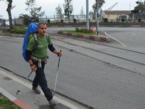 Avusturya'dan Mekke'ye yürüyerek gidiyor